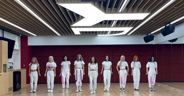 Clip tập vũ đạo mới của TWICE: Momo nhảy sung đến nỗi đá luôn vật làm mốc, camera rung giật nhiều lần khiến fan khó hiểu