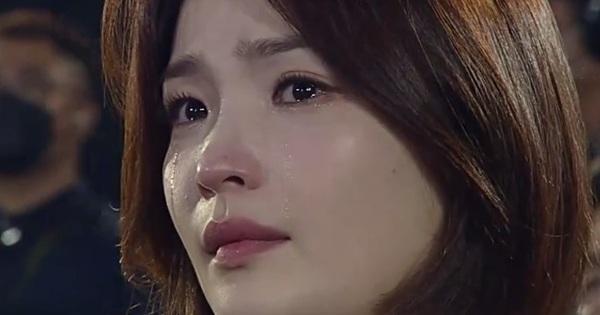 Mỹ nhân rơi lệ của Baeksang 2020 gọi tên Jeon Mi Do: Giáo sư của Hospital Playlist đã U40 vẫn dư sức đánh bật dàn mĩ nữ trẻ tuổi