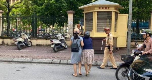 Hà Nội: Xác minh thông tin CSGT kéo ngã hai người phụ nữ đi xe máy