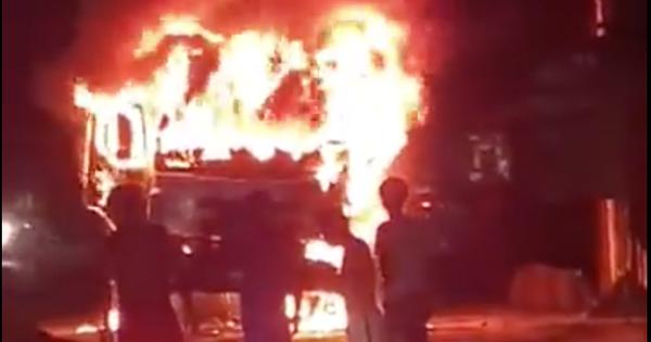 Sau tai nạn khiến người đi xe máy tử vong, xe tải kéo lê xe máy rồi bốc cháy dữ dội