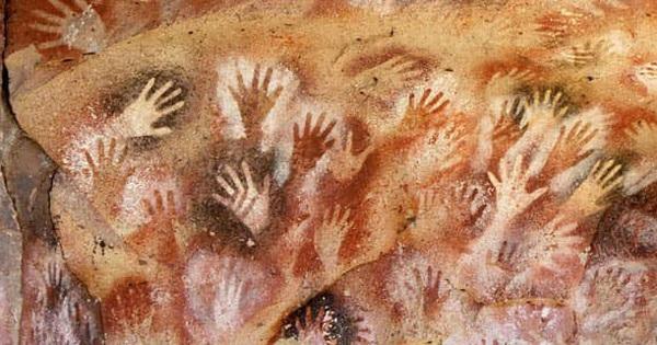 Hang động có hàng nghìn bàn tay kỳ bí in hằn trên vách đá, vô số lý thuyết lý thú được hậu nhân đưa ra để giải mã