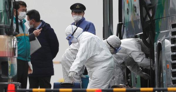 Nhật Bản: Gần 30% nhân viên y tế tham gia chống Covid-19...