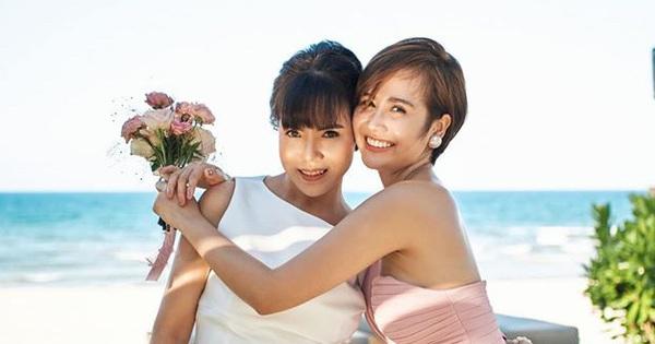 Nhan sắc ở tuổi 56 của mẹ Phanh Lee gây bất ngờ, trẻ trung và gu ăn mặc thời thượng không kém con gái là bao