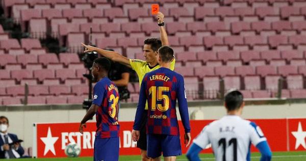 Messi và Barca nhọc nhằn đánh bại ''kẻ thù không đội trời chung'' trong trận cầu có số thẻ đỏ nhiều hơn bàn thắng