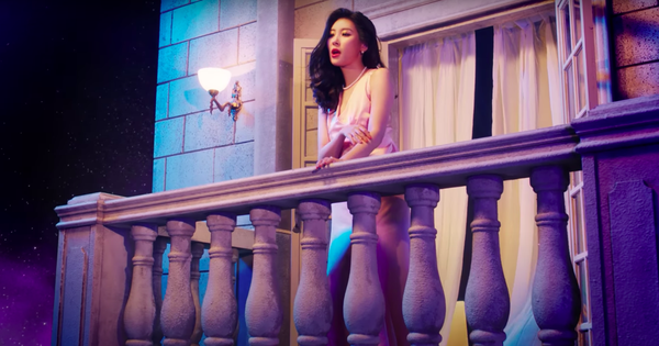 Sunmi tự nhiên đứng trên lâu đài hát bolero ''một căn nhà nhỏ đôi trái tim vàng'', mới tung teaser với JYP fan đã thấy hạt sạn to đùng!