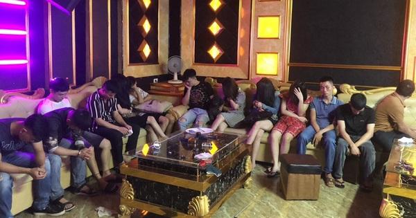 Bắt quả tang 13 đối tượng nam, nữ đang bay lắc điên cuồng trong quán karaoke