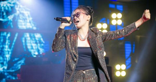King Of Rap: Nữ rapper 17 tuổi Pháo được 4 chọn với tiết mục chơi chữ cực ngầu ''Sợ quá cơ''