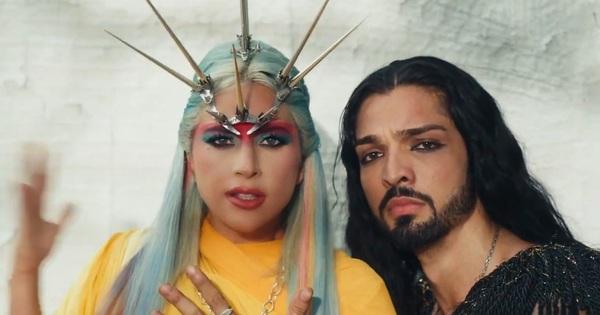 Xem tới xem lui MV mới của Lady Gaga rồi buông một tiếng thở dài vì ngoài nhạc giật đùng đùng ra thì chẳng hiểu gì cả!