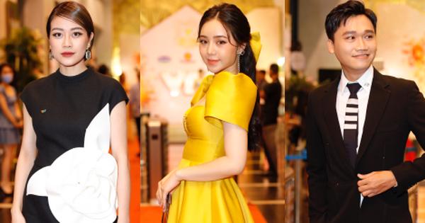 Rợp trời dàn sao khủng Vbiz đổ bộ thảm đỏ VTV Awards 2020: Quỳnh Kool rạng rỡ sắc vàng, Xuân Nghị xuất hiện bảnh bao