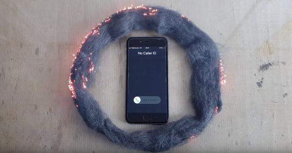 Sự thật về video ''sóng iPhone đốt được bùi nhùi thép'': Có thật sự hoang mang dễ cháy đén vậy?