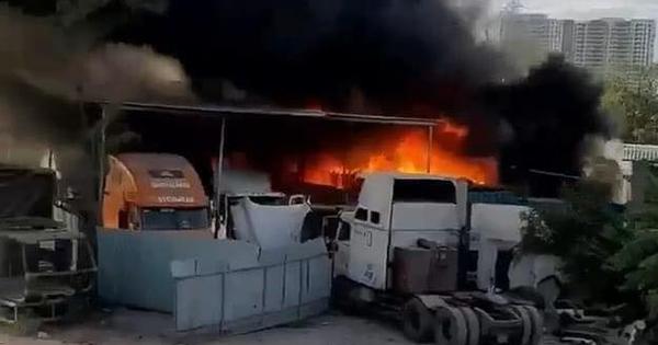 TP.HCM: Gara và bãi xe bốc cháy khủng khiếp, nhiều...