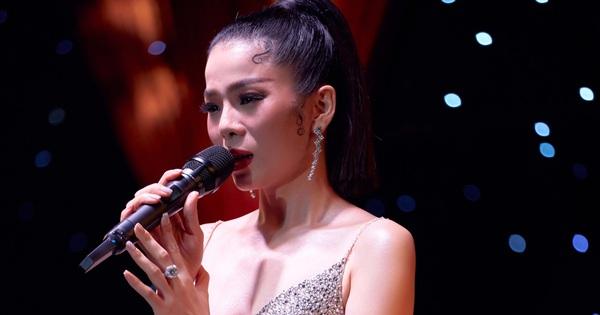 Lệ Quyên ''kể xấu'' Đạo diễn Việt Tú, bảo nữ ca sĩ ''cất vương miện Hoa hậu thân thiện'' để Q Show 2 đạt đẳng cấp Celine Dion hay Mariah Carey