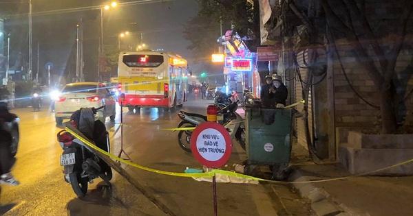 Người dân bàng hoàng kể lại giây phút phát hiện thai nhi bên cạnh thùng rác ở Hà Nội