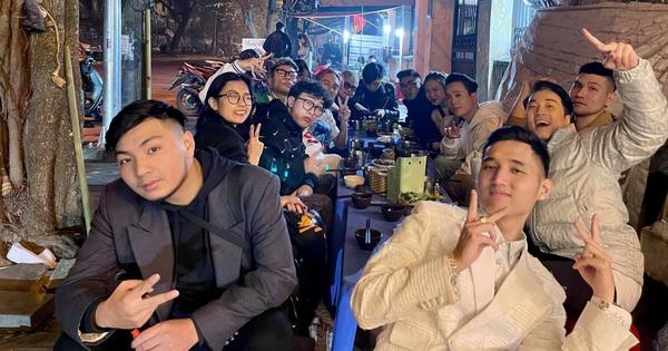 Karik rủ hội bạn đi ăn sau đêm 'quẩy' nhiệt ở Tạ Hiện, ai dè cặp đôi MCK - Tlinh và vợ chồng JustaTee chiếm trọn spotlight