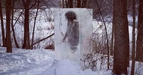 Người thượng cổ bị mắc kẹt trong tảng băng to tướng ngay giữa công viên khiến ''cõi mạng'' dậy sóng, dân địa phương hoang mang