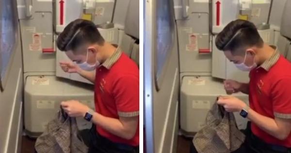Dân mạng 'đổ gục' khi thấy nam tiếp viên hàng không tự tay khâu chiếc quần mới cho hành khách nhí vừa bị nôn một cách tận tình