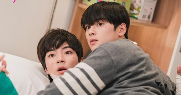 Thiếu Moon Ga Young, Cha Eun Woo liền mạnh bạo ''đè'' Hwang In Yeop ngay trong tập 11 True Beauty