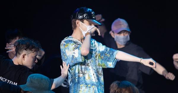 Jack đeo khẩu trang kín mít, sân khấu tổng duyệt Gala WeChoice đã kì ảo thế này đến lúc trình diễn chính thức còn đỉnh cỡ nào nữa?