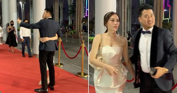 Phillip Nguyễn - Linh Rin dính nhau như sam tại Gala WeChoice, cặp đôi vàng làng thích ôm là đây!
