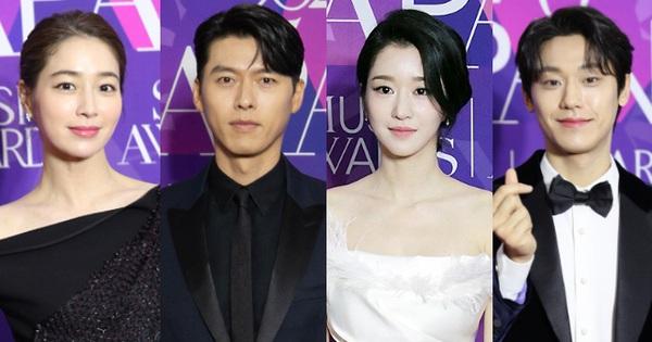 Thảm đỏ APAN Star Awards: Hyun Bin xuất hiện lẻ bóng, Son Ye Jin vắng mặt, Seo Ye Ji và Lee Min Jung xinh như thiên thần