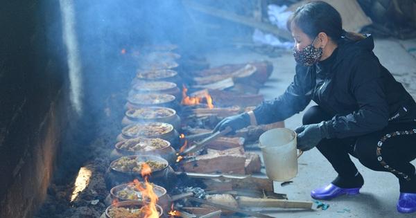 Sự kỳ công của người dân làng Vũ Đại để tạo ra nồi cá kho ngon nức tiếng: ''Chỉ cần sơ ý vài giây, nồi cá bạc triệu sẽ cháy thành than''
