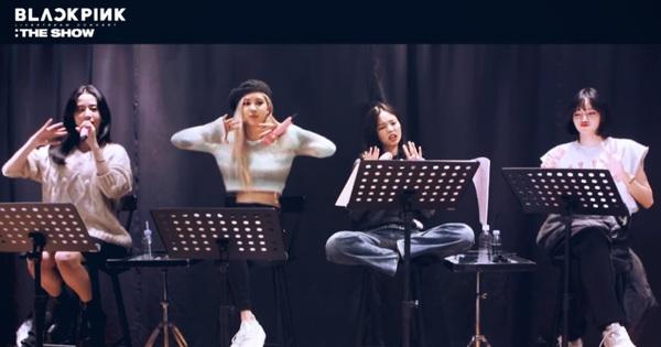 Rosé đã ''tuồn'' video hậu trường The Show concert, ngồi yên tập hát Pretty Savage mà nghe cũng cực ''cháy''
