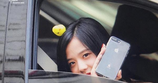 Nhìn lại 1001 tình huống BLACKPINK 'đắc tội' với Samsung, thế này bảo sao netizen không tranh cãi
