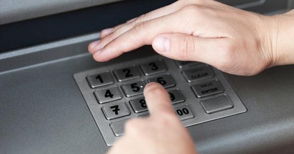 Tại sao bàn phím trên máy ATM luôn được làm bằng kim loại?
