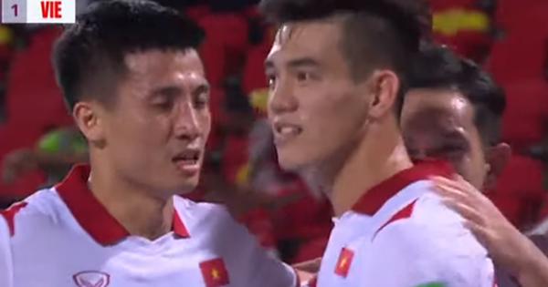 Xem video pha chớp cơ hội cực nhanh của Tiến Linh giúp Việt Nam dẫn trước 1-0