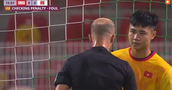 Fan ngán ngẩm với trọng tài soi VAR như 'soi người yêu cũ' ở trận tuyển Việt Nam thua Oman