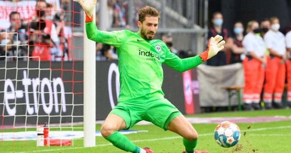 Thủ môn nam thần hóa siêu nhân khiến Bayern thua không thể tin nổi ngay trên sân nhà