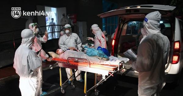 Ảnh: Hàng trăm lượt xe xuyên đêm đưa hơn 1.000 người rời Bệnh viện Việt Đức để giải toả và 'làm sạch' BV