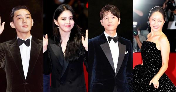 Siêu thảm đỏ LHP Busan: Song Joong Ki đụng độ bạn thân Song Hye Kyo, Han So Hee sexy vẫn bị chị đại U45 lộng lẫy giành spotlight