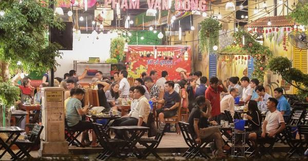 Ảnh: Hàng loạt quán nhậu, beer club ở Sài Gòn vẫn chật kín khách trong cao điểm phòng dịch Covid-19