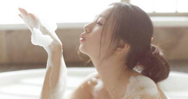 Phụ nữ khi đi tắm cố gắng đừng làm 4 việc, cơ thể khỏe mạnh sẽ cảm ơn bạn