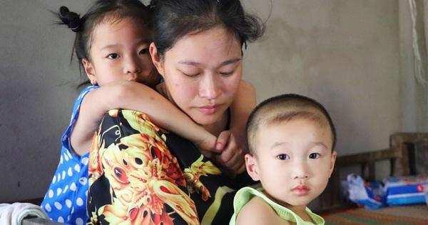 Chồng bỏ, người mẹ trẻ ôm 2 con khờ cầu cứu: ''Em chỉ ước con mình được chữa bệnh''