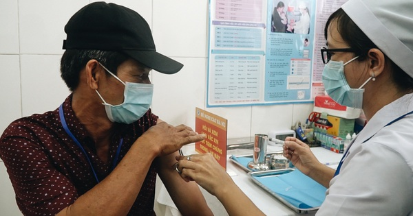 Cận cảnh những mũi tiêm vaccine Covid-19 của Việt Nam cho người dân Long An