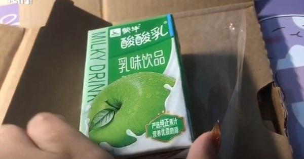Mua iPhone 12 Pro Max, nhận hộp sữa chua vị táo