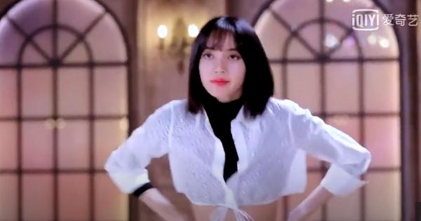 Lisa trở lại với câu ''One more time'' gây ám ảnh, hóa thành cô giáo nghiêm khắc thị phạm vũ đạo cho học trò