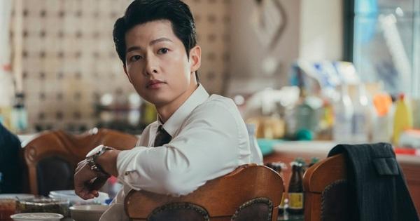 Xem đến tập 4 Vincenzo vẫn khiến khán giả ngán ngẩm: Phim chẳng có gì ngoài nhan sắc lệch pha của Song Joong Ki?