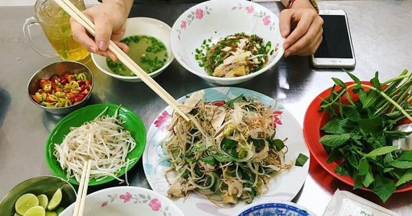 4 quán ăn núp hẻm có tuổi đời 'sương sương' vài thập kỷ ở Sài Gòn: Ngon nức tiếng và chưa khi nào ngơi khách