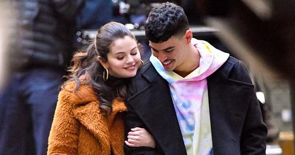 Sau 3 năm chia tay Justin Bieber, Selena Gomez hẹn hò bạn diễn cực phẩm?