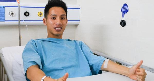 Bác sĩ phẫu thuật tiết lộ Hùng Dũng tránh được chấn thương cực nặng, sự nghiệp được bảo vệ