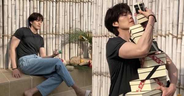 Nhận không ra Kim Woo Bin: F5 body khác hẳn so với hồi chữa ung thư, bắp tay như bóp nghẹt trái tim chị em hay gì?