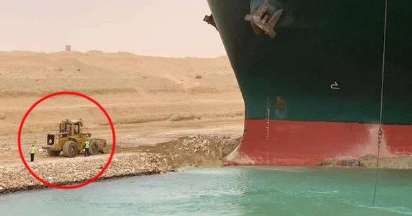 Đây là lý do tại sao mãi không thể giải cứu tàu hàng kẹt tại kênh đào Suez dù gây thiệt hại tới 400 triệu USD mỗi giờ