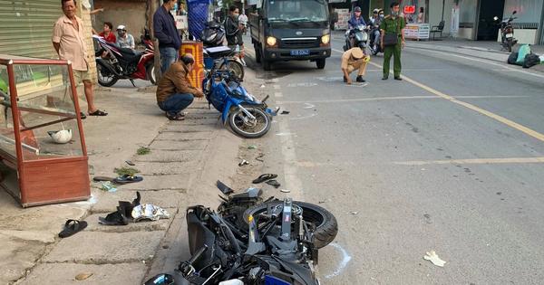 Va chạm liên hoàn với 2 xe máy khiến 2 thanh niên thương vong, tài xế xe 3 bánh rời khỏi hiện trường