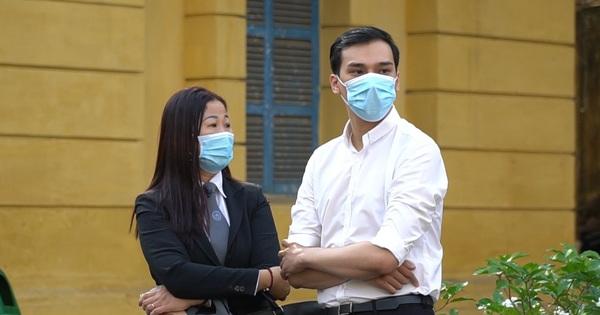 Clip: Hình ảnh đầu tiên ở phiên toà xét xử cựu tiếp viên hàng không Vietnam Airlines làm lây lan dịch bệnh COVID-19