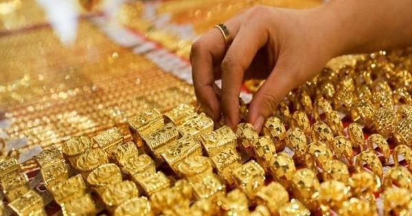 Giá vàng rơi thẳng đứng, giảm thấp nhất 6 tháng qua
