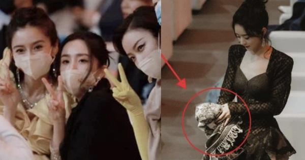 Đụng độ 2 bạn gái cũ của chồng, Triệu Lệ Dĩnh gây tranh cãi vì hành động ẩn ý khi bị cho 'ra rìa' giữa sự kiện