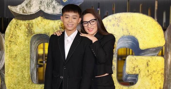 'Não cá vàng' số 1 Vbiz gọi tên ca sĩ Phi Nhung: Cùng con trai đến sự kiện sau ồn ào mà gặp sự cố 'cười ra nước mắt'
